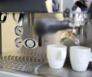 Espresso Maschine mit Espressotassen